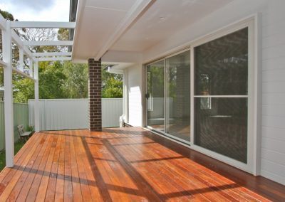 lakemaquarie-home-builder-merbau-deck